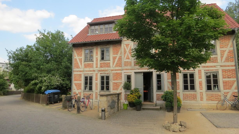 Das Atelier-Café bietet ein ruhiges Ambiente in Stadtnähe