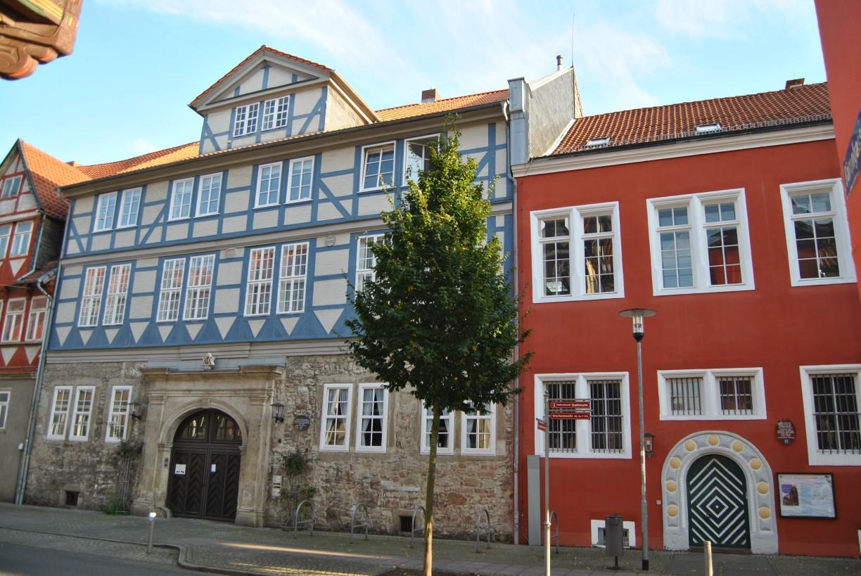 Wolfenbüttel - die Kanzleistraße mit dem Landesmuseum (rechts) und dem Freimaurer-Logenhaus (links) © Keno