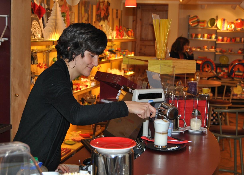 Café-Atmosphäre im Contigo-Shop