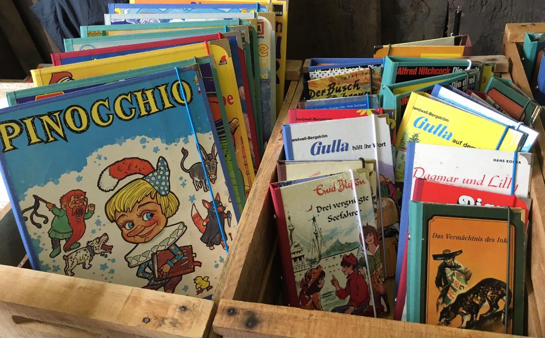 Wer hat die Inhalte dieser Kinderbücher nicht verschlungen? Der Buchmacher nimmt auch individuelle Bestellungen entgegen. Foto (c) Beate Krämer