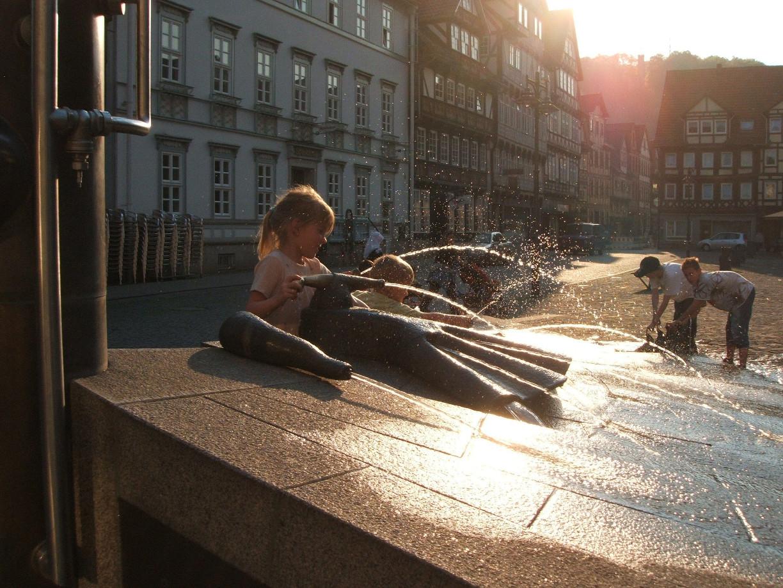 Der Fächerbrunnen in der Abendsonne (c) Hann. Münden Marketing GmbH, Foto: Krabbes