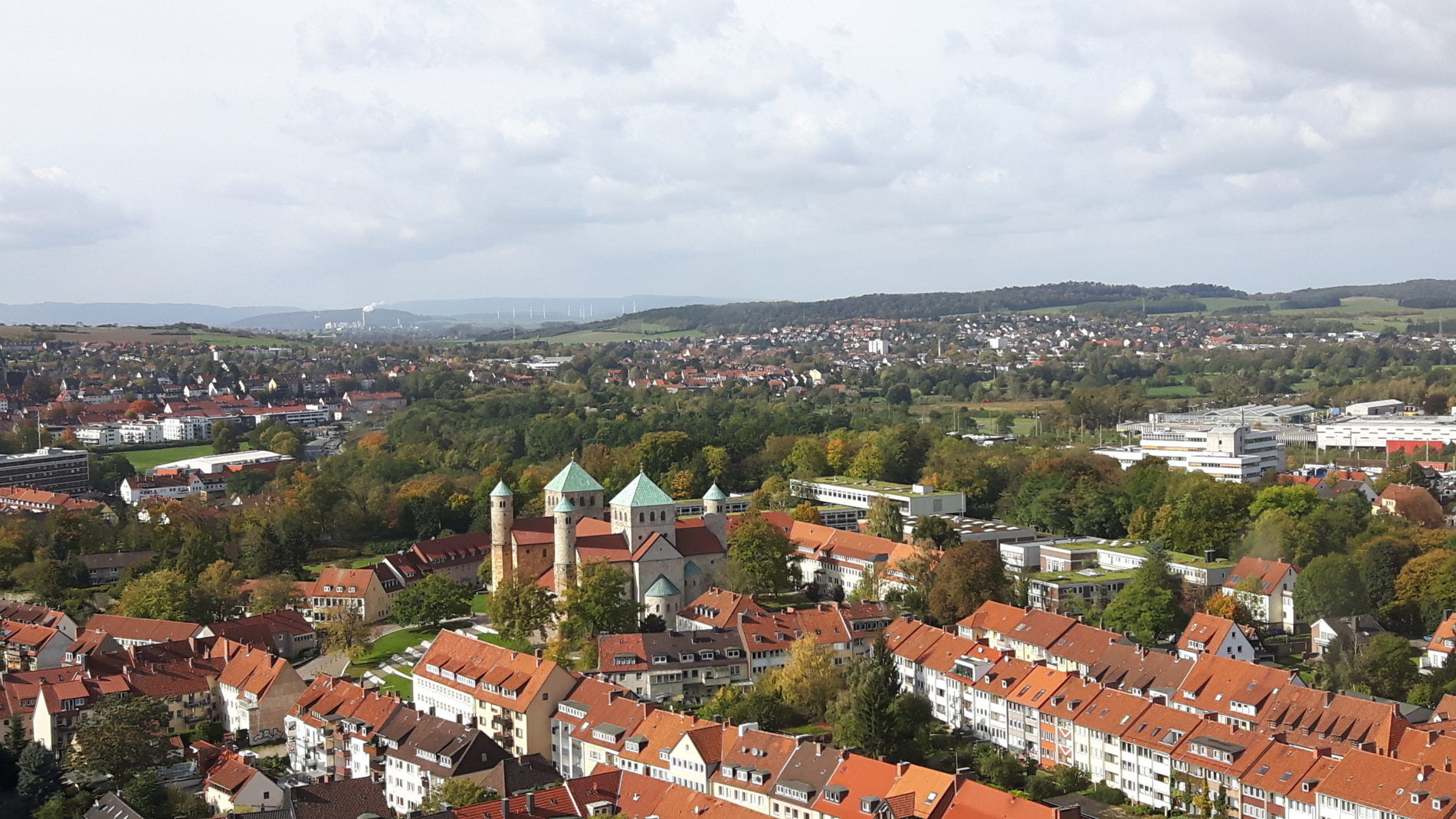 Zum Greifden nah - der Blick vom Turm auf die Kirche St. Michael (c) Keno Hennecke